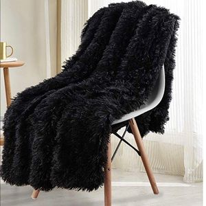 Other - Black soft faux fur blanket New 50x60🎀
